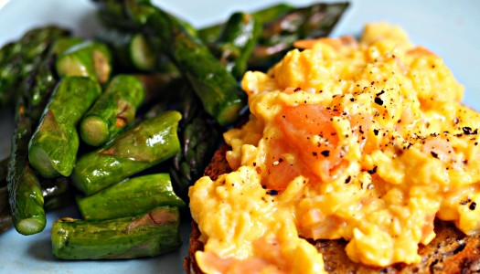 Scrambled eggs and asparagus